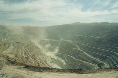 20100111162628-259-1247800236-mina-de-cobre-de-chuquicamata-001.jpg