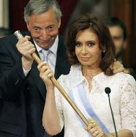 20100927024625-ex-presidente-nestor-kirchner-y-presidenta-cristina-fernandez-de-kirchner.jpg
