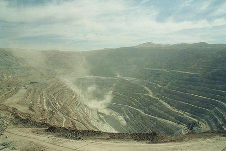 20101023213619-259-1247800236-mina-de-cobre-de-chuquicamata-001.jpg