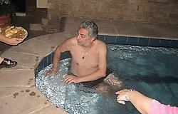 20110309183314-el-cura-fernando-lugo-dndose-la-buena-vida-p.jpg
